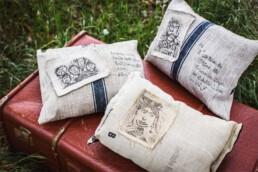 Bedruckte Kissen aus altem Leinen